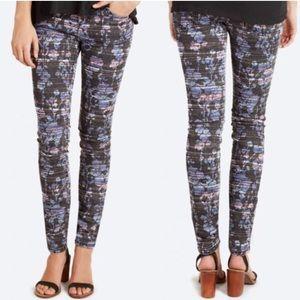 Women's ankle skinny jeans.